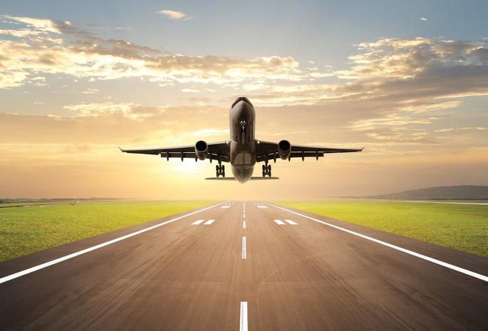 Стол небо взлёт самолёт дорога